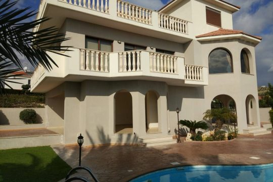 Luxury Villa in Agios Athanasios