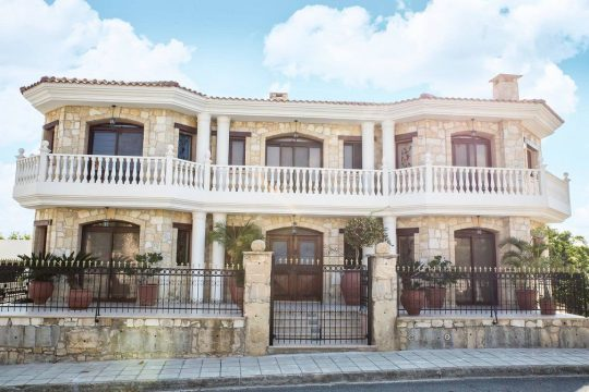 Six bedroom house in Agia Fyla