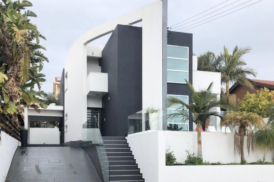 Modern three bedroom house in Moutagiaka