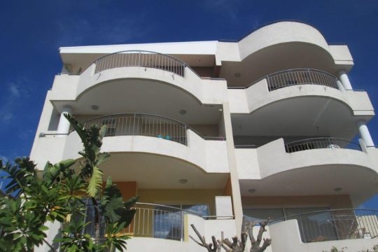 3 bedroom furnished penthouse in Mesa Geitonia