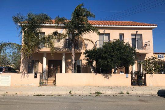 Продается 4-х спальный Двухквартирный дом в Лимассол, Трахони