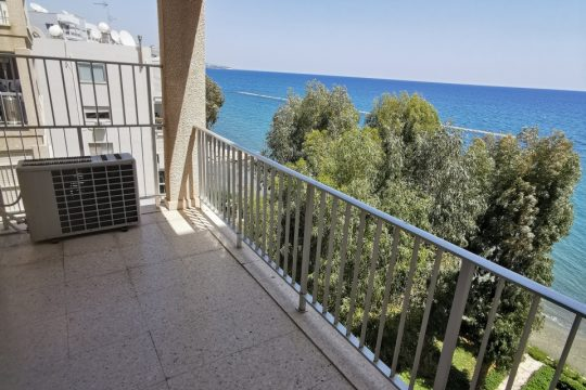 3 bedroom sea front apartment near Londa hotel