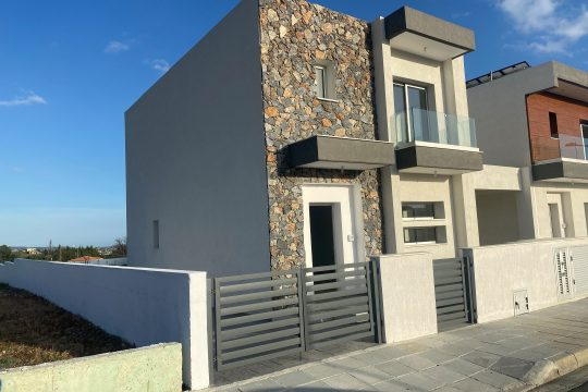 READY TO DELIVER, BRAND NEW HOME WITH PRIVATE SWIMMING POOL IN PAREKKLISIA!