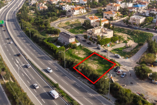 A plot in Germasogia, easy access to the highway