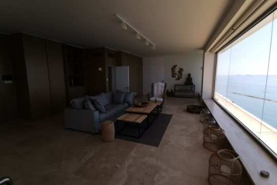 Spacious 5 bedroom penthouse on the sea