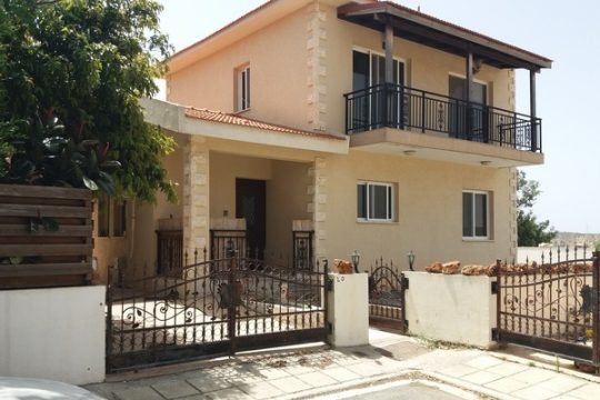 Beautiful 3 bedroom unfurnished house in pyrgos area