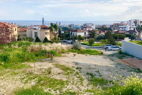 Plot in Agios Athanasios with a magnificent view of the entire city and coast