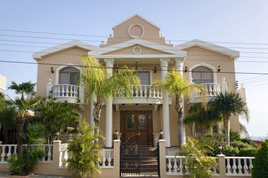 Magnificent and spacious villa with a large garden and gorgeous sea view and two seperate wooden houses