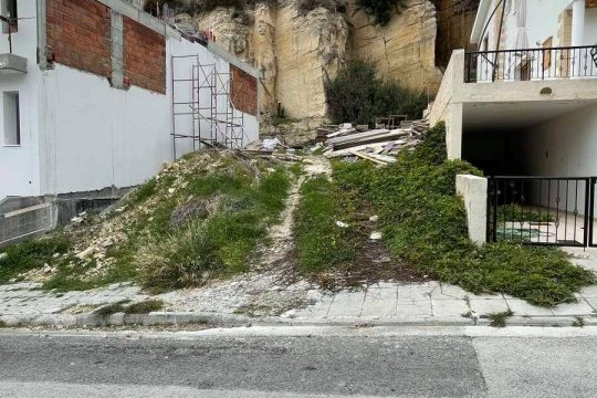 Half plot of 272sq. m. with ready building permit for sale in a quiet area of Agia Fyla.