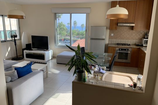 Two bedroom apartment in the city centre with sea view
