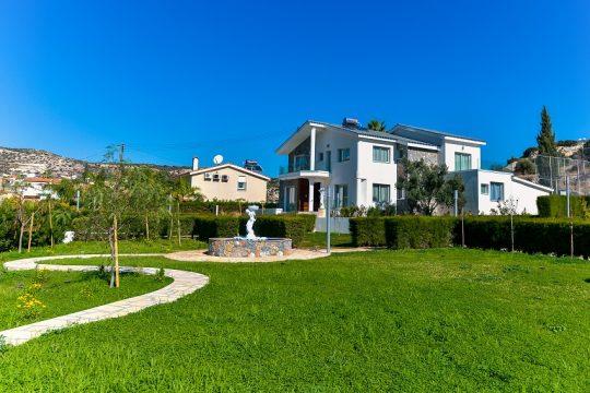 5 bedroom Villa for Sale in Agios Tychonas