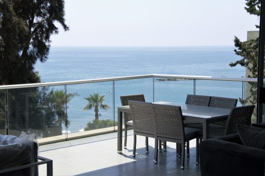 3 BEDROOM LUXURY APARTMENT ON THE FIRST LINE