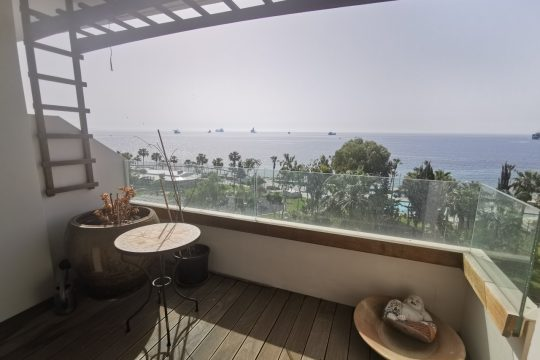 Seafront apartment/office in Molos
