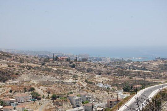 Plot in Agios Tyxonas in Limassol ( 6 809 sq.m )