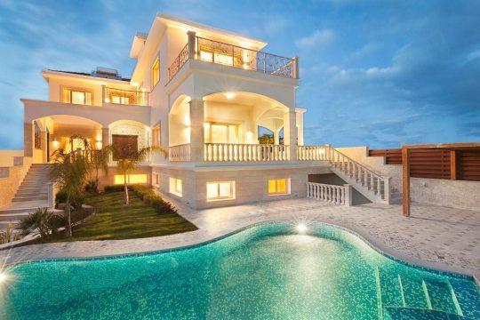 Luxury villa in Agios Tychonas area (Roussos villas)