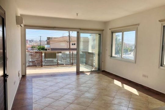 Spacious two bedroom unfurnished apartment in Mesa Geitonia