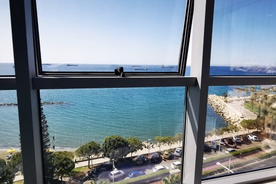 Office for rent  with sea view